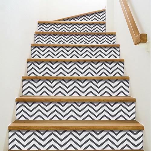 Sticker gris et blanc pour contremarches d'escalier en bois moderne