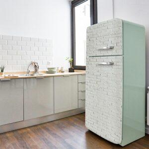 Stickers autocollants pour porte de frigo briques blanches dans une cuisine