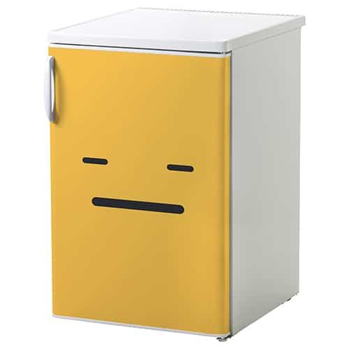 Sticker Smiley Blasé Orange mis sur un réfrigérateur