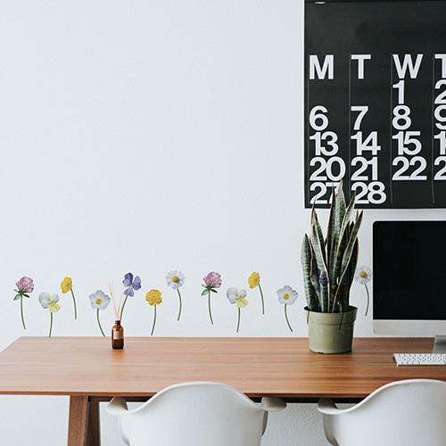 Stickers fleurs adhésifs au dessus d'un bureau