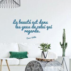 Citation murale Oscar Wilde dans un salon - La beauté est dans le yeux de celui qui regarde