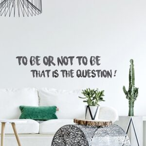 "Sticker citation ""To be or not to be That is the question"" dans un salon"