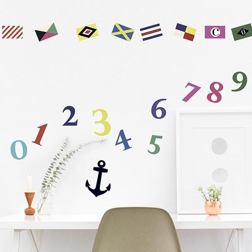 Sticker adhésif pavilllons de bateau mis sur un mur de bureau