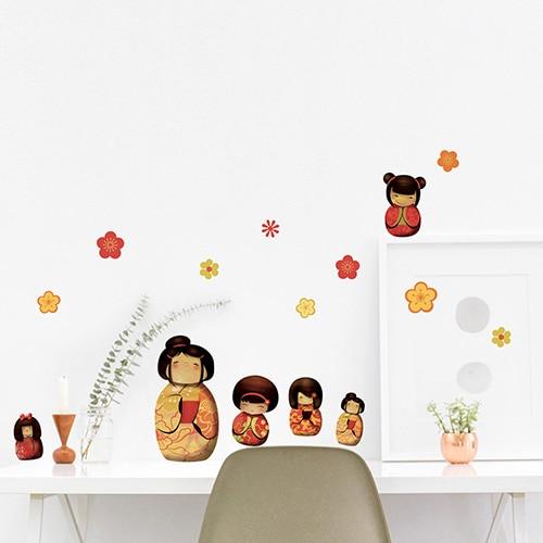 Stickers planche Poupée Kokeshi au-dessus d'un bureau