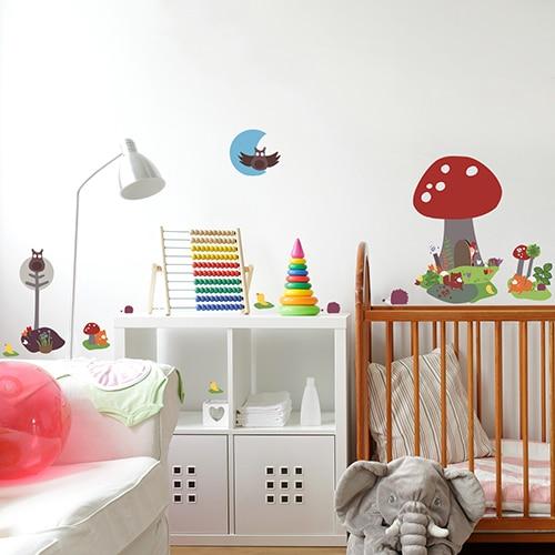Stickers planche Maison Champignon dans une chambre d'enfant
