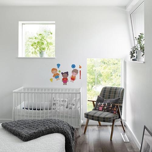 Exemple de disposition déco de stickers poupées pour une chambre d'enfant