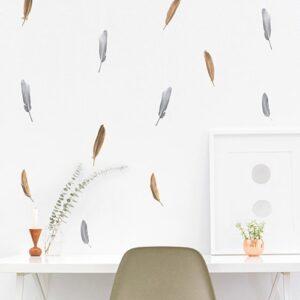 Déco de sticker Planche Plumes Or et Argent au-dessus d'un bureau