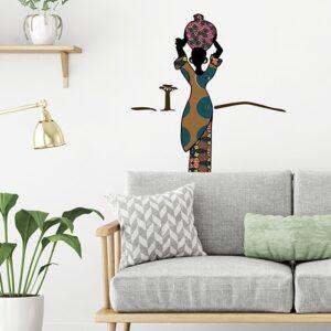 Déco africaine avec une silhouette de femme collé au mur