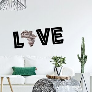 Adhésif collé au mur avec citation LOVE