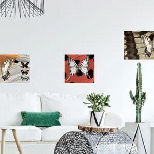 Sticker art deco avec des papillons positionné dans un salon