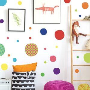 Sticker adhésif Ronds Carrés mis dans une chambre d'enfant