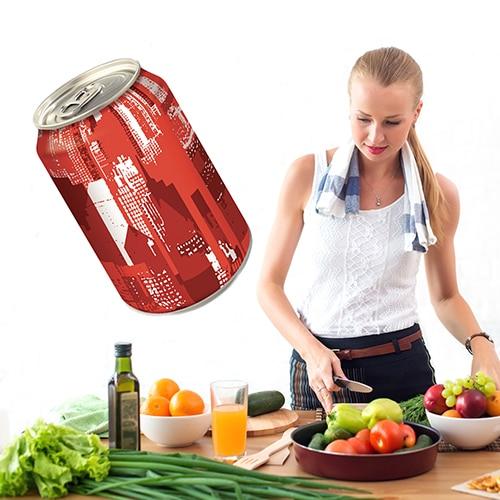 Sticker Canette de soda positionné dans une cuisine