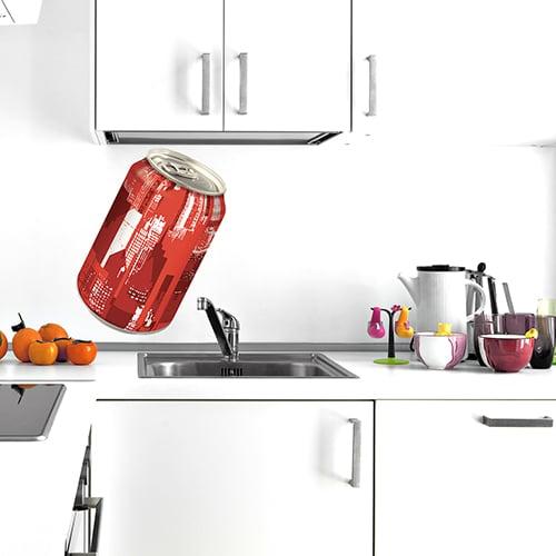Sticker adhésif canette de soda dans une cuisine