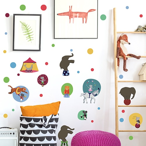 Stickers adhésif Spectacle de Cirque collé sur un mur de chambre d'enfant