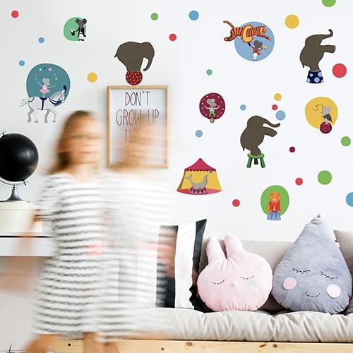 Sticker spectacle de cirque dans une chambre de fille