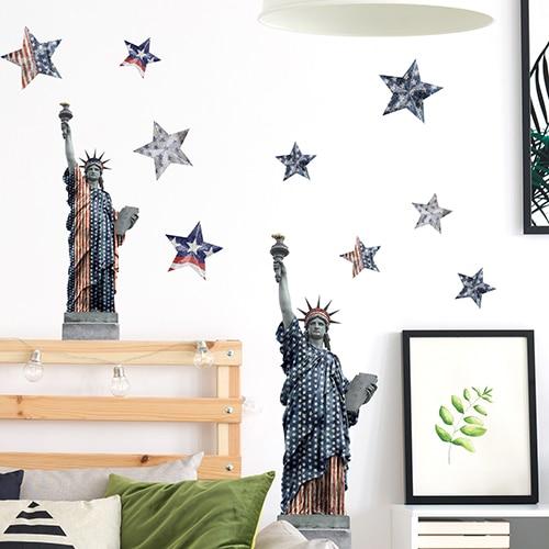 Stickers planche New-York, USA sur mur blanc au-dessus d'un lit