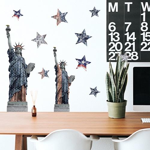 Stickers planche New-York, USA sur mur blanc au-dessus d'un bureau