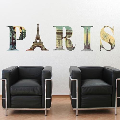 Adhésif mural écritures Paris avec motifs monuments de la ville collé sur un mur blanc