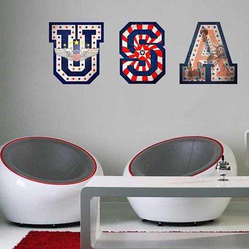 Autocollant mural lettres USA avec motifs drapeau des Etats-Unis mis en ambiance sur un mur gris