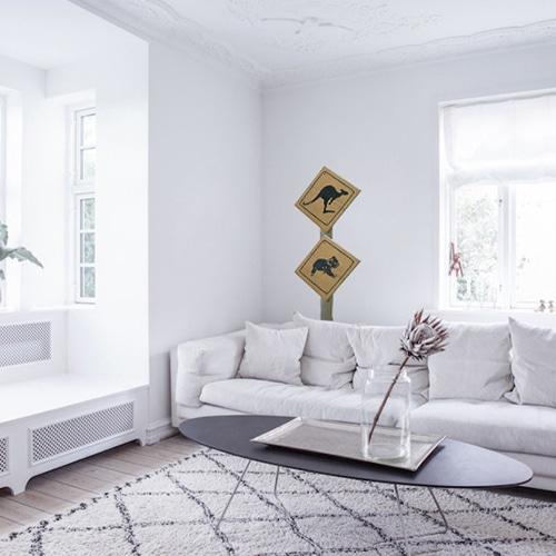 Sticker autocollant Signalisation Kangourous dans un salon blanc