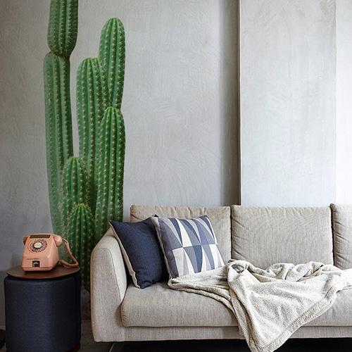 Sticker adhésif autocollant Cactus géant au-dessus d'un canapé gris