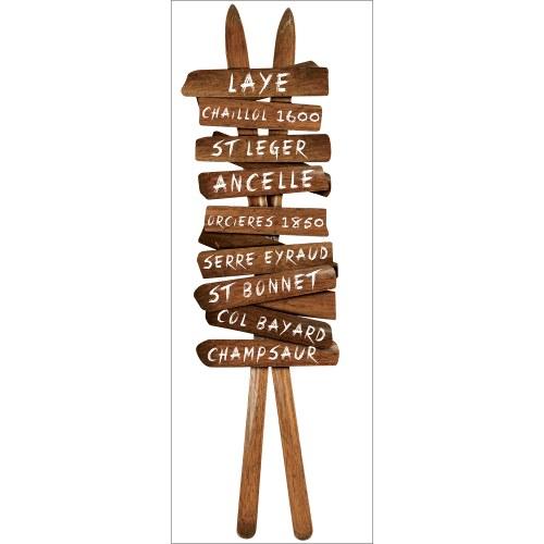 Adhésif déco chalet avec panneau de signalisation skis anciens en bois et stations de ski