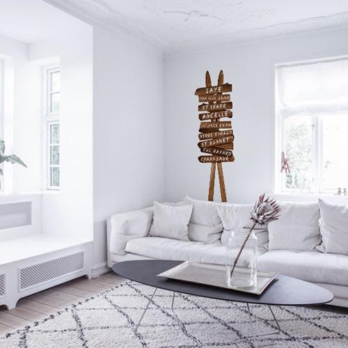 Sticker mural Skis croisés mis en ambiance sur un mur blanc