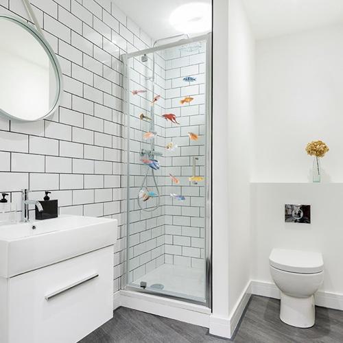 Stickers adhésif poissons tropicaux sur une paroi de douche