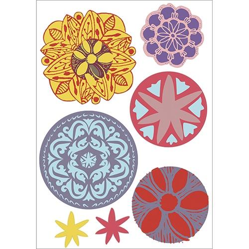 Adhésif Mandala colorié en jaune, bleu et rouge