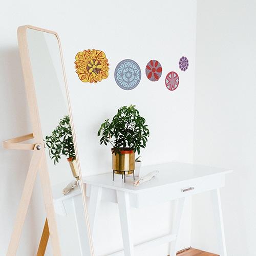 Stickers déco de Mandala collé dans un mur de chambre