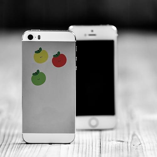 Téléphone décoré avec des mini-stickers