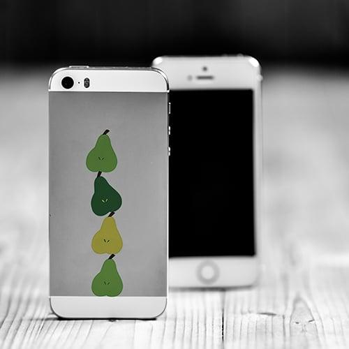 Mini-stickers de fruits, la poire, mis sur un smartphone iphone
