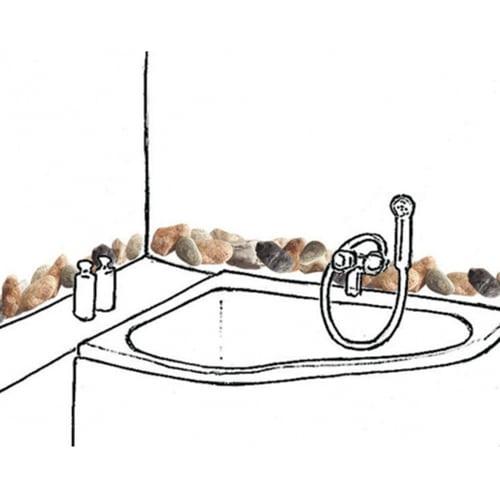Exemple de déco avec des stickers petits galets en frise au-dessus d'une baignoire