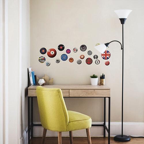 Stickers autocollants rétro et vintage à mettre dans un bureau