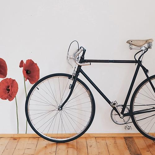 stickers grands coquelicots à coté d'un vélo