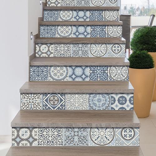 Sticker contremarche adhésive style mosaïque carreaux de ciment bleu et gris