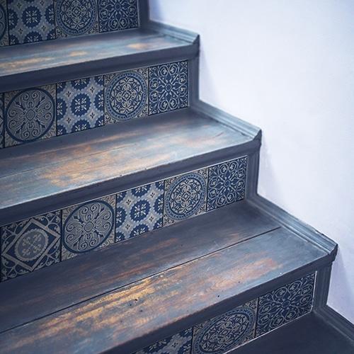 Sticker style mosaïque bleu pour contremarches d'escalier