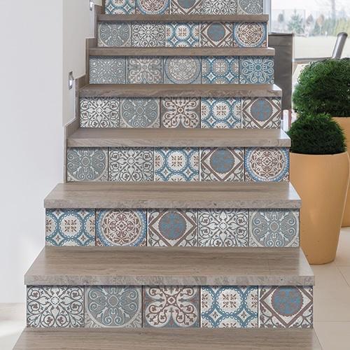 Sticker décoratif pour contremarches d'escalier carreaux de ciment traupe et bleu Thiva