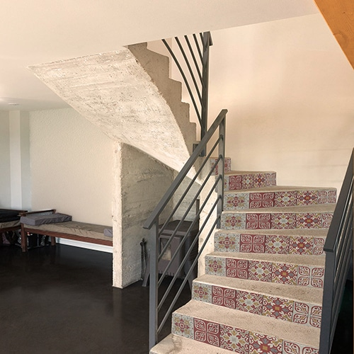 Sticker carreaux de ciment pour contremarches d'escaliers rouge et jaune
