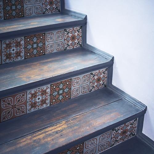 Découvrez les contremarches adhésives d'escalier carreaux de ciement Belaria qui personnalise vos escaliers.
