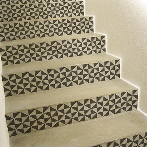 Sticker déco pour contremarches d'escalier noir et blanc