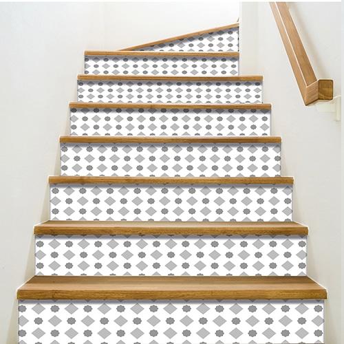 Sticker avec des formes grises pour contremarches d'escalier
