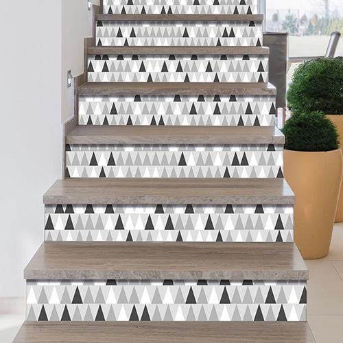 Sticker tendance gris blanc et noir pour contremarches d'escalier scandinaves triangles gris