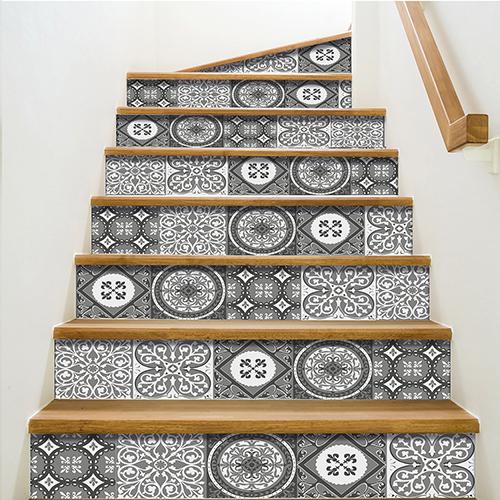 Contremarche adhésive pour déco d'escalier carreaux de ciment gris