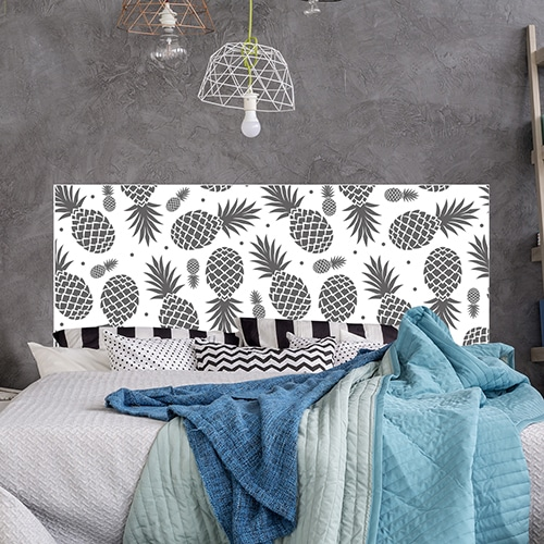 Sticker grands Ananas Noirs et Blancs pour tête de lit mis en ambiance sur un mur gris foncé