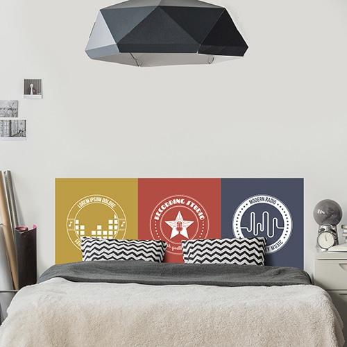 sticker avec trois logos musique sur trois fonds de couleurs, orange, rouge et bleu foncé