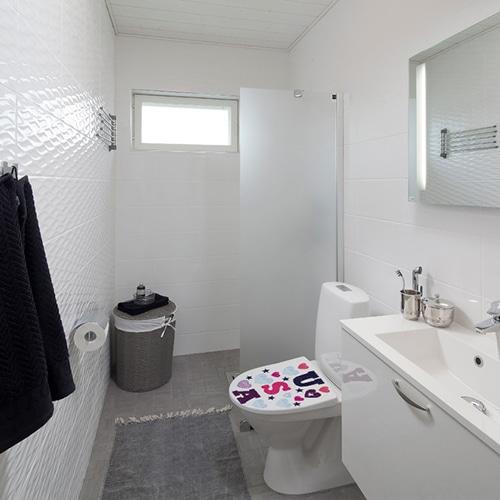 Autocollant USA avec des coeurs pour abattant de toilette dans une salle de bain