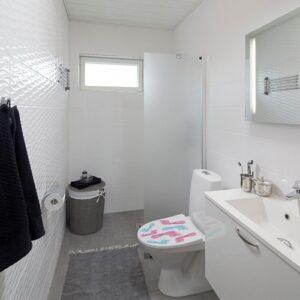 Sticker bleu et rose trace de pied pour abattant de toilette