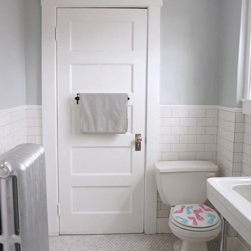 Sticker bleu et rose traces de pied pour abattant de toilette