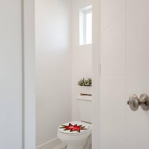 Sticker buzz jaune et rouge pour abattant de toilette